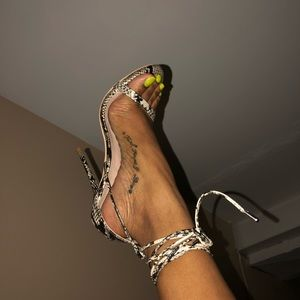 Beautiful Snake print heel with wrap strap😍